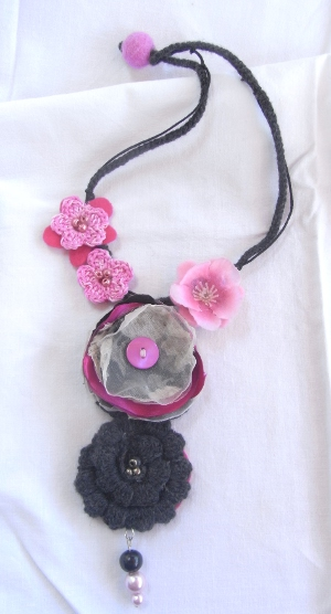Collana flowers all'uncinetto
