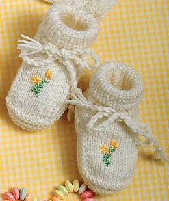 Come realizzare un paio di scarpine per neonato ricamate - Hobbydonna.it 22a2e36d042d